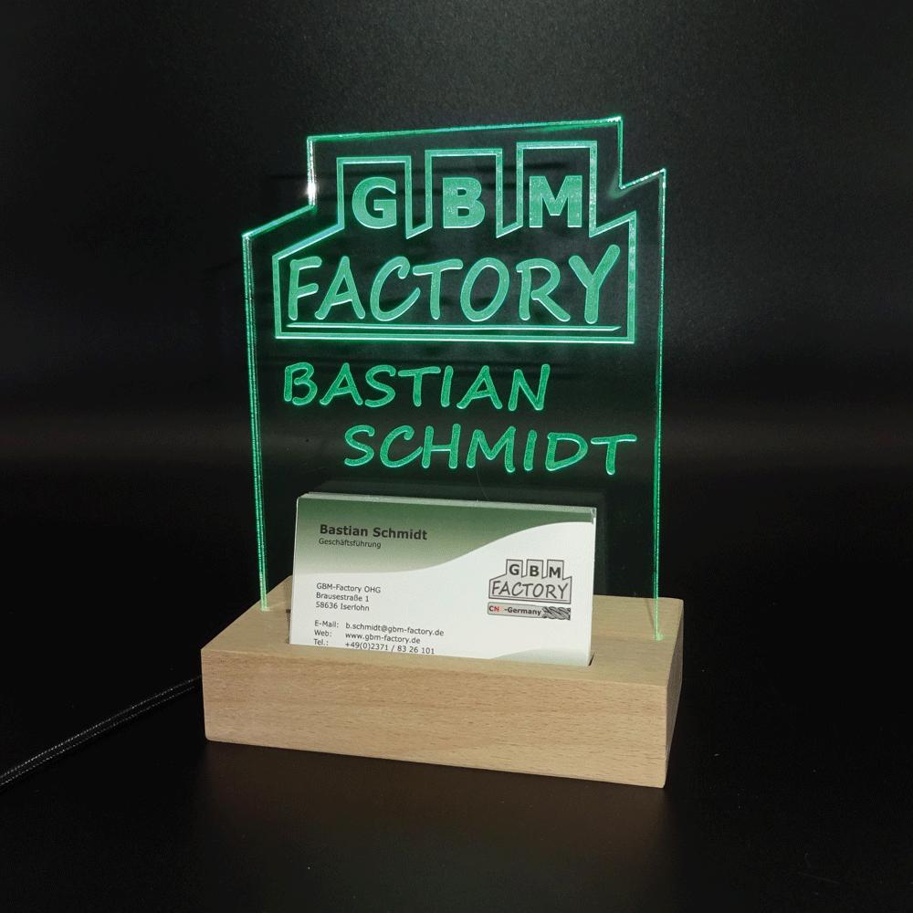 Namensschild in grün mit Logo und Visitenkartenhalter von GBM-Factory - Deko Leuchtschild